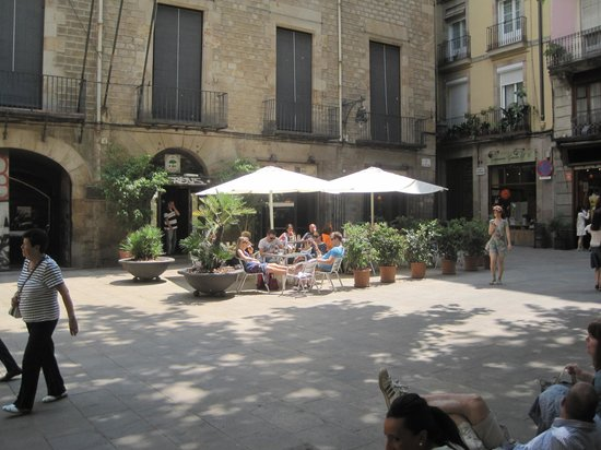 The lovely square at the entrance of El Jardi