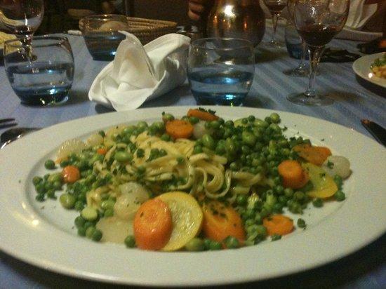 Restaurant Flots Bleus : plat de pates maison avec les petits légumes