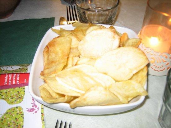 """Vecchia Aci: La """"strana"""" forma delle patatine"""