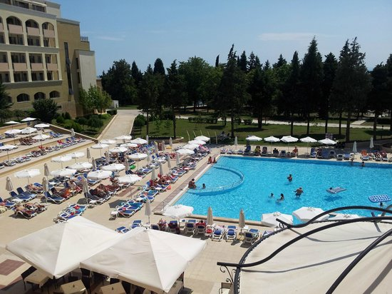 Sol Nessebar Palace: Nice view over the pool from my room