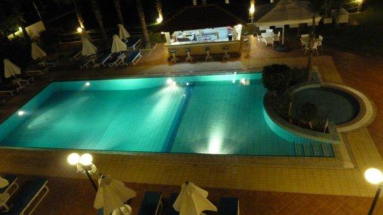 Okeanos Beach Hotel: Piscine