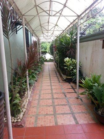 ذا جابريلا بيد آند بريكفاست: Outdoor hallway