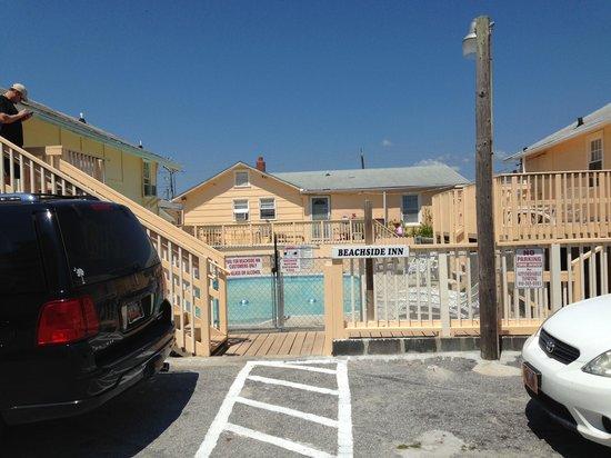 Beachside Inn: Rooms around pool