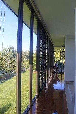 Glass on Glasshouse: Hall
