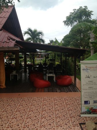 Tropical Garden Lounge Hotel: Restaurant/Sitting area