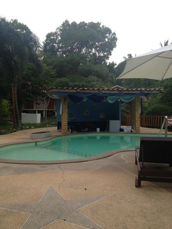Tropical Garden Lounge Hotel: Pool area - daytime