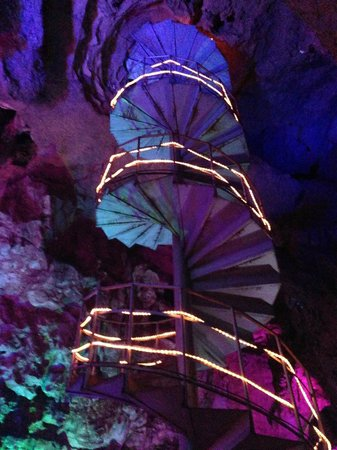 Water Caves : Impressive stairs