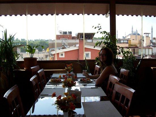 Hotel Centrum Istanbul : breakfast view