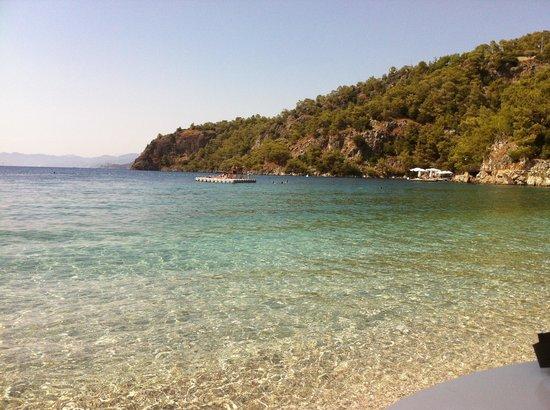 Hillside Beach Club: Emerald water