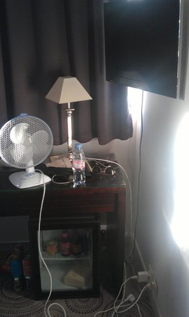 Hotel Lille Europe: The air con...only a fan. need to ask at front desk