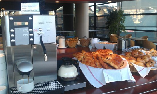 Hotel Lille Europe: Yesterday croissant for today