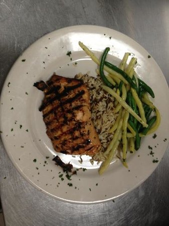 Bent Fork Grill: Grilled salmon