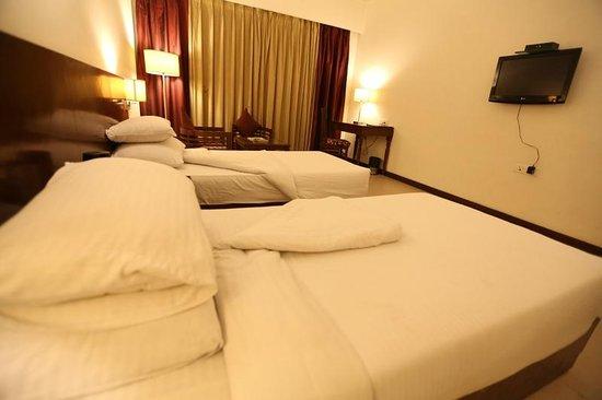 Hotel Sobti Continental: Room