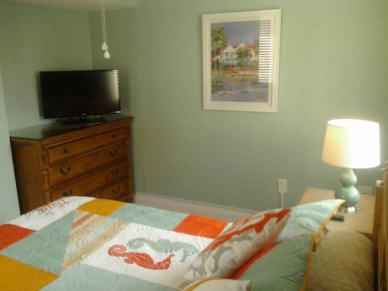 Clearwater Beach Suites : 204 Master Bed Room