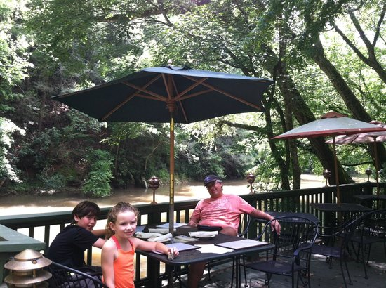Cool Breeze - The Oar House: relaxing and enjoying a wonderful lunch by the river