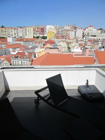 Hotel Lisboa: Our patio with a view of the city