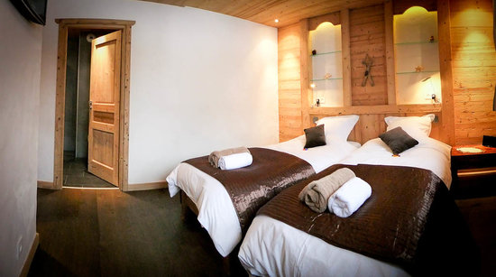 Chalet Virolet: A typical ensuite bedroom