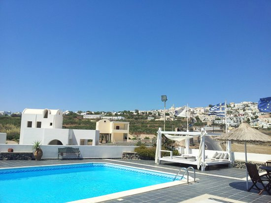 Milos Villas: Pool view!
