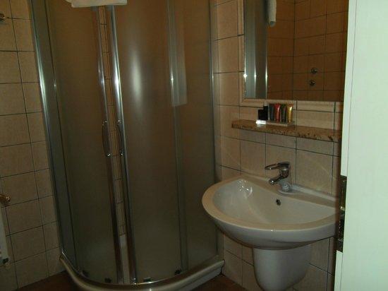 Hotel Galileo Prague : Badeværelset