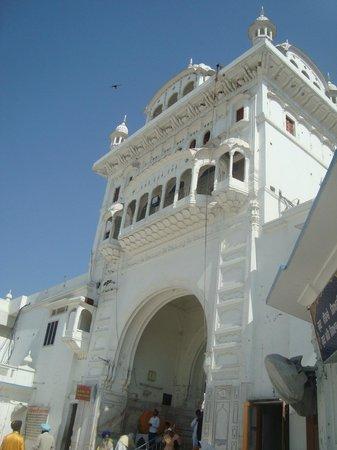Gurudwara Chheharta Sahib: gates