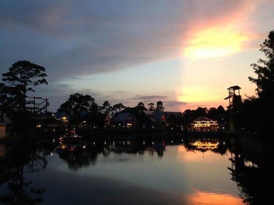 Sandestin Golf and Beach Resort: Bayside at night