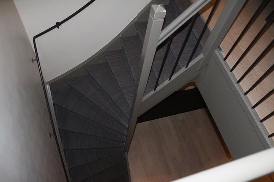 Krasnapolsky Apartments: l'escalier ...c'est un duplex !