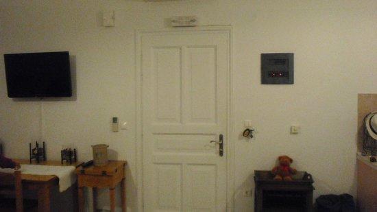 Eleni's Village Suites: Bedroom