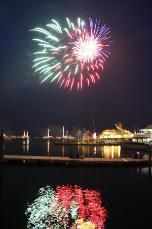 Harborside Hotel & Marina : Fireworks from our room were amazing