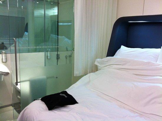 YOTEL London Heathrow Airport: Premium Cabin