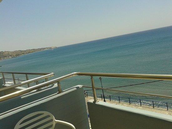 Astron Hotel : vista mare dalla stanza