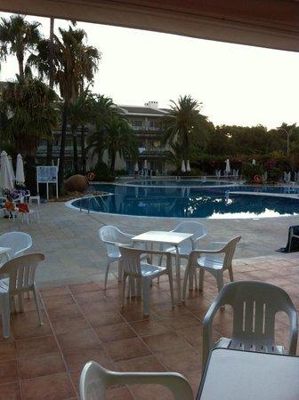 Puerto Azul Suite Hotel: Pool  taken from bar area.