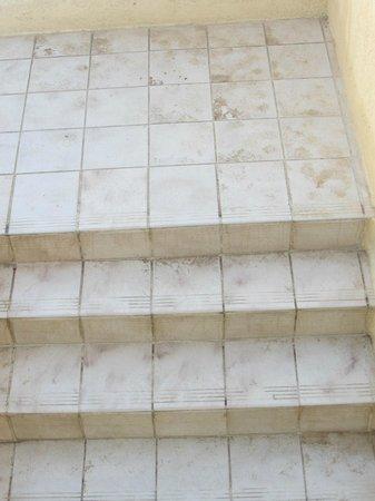 Fiori de Cala Rossa : Les escaliers extérieurs sont nettoyés quand?