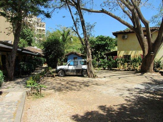Villas Macondo: Unser Mietwagen auf dem Privatparkplatz