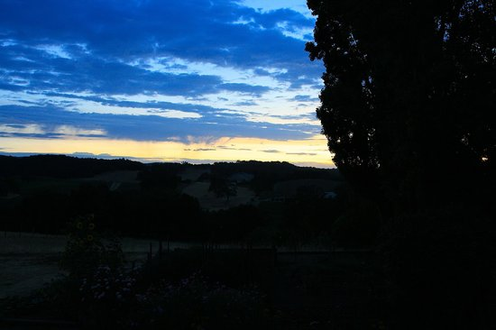Orchard Hill Farm Bed & Breakfast: Sunrise from Countryside Room