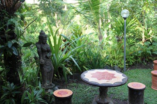 Mulawarman Ubud Bali: Ground
