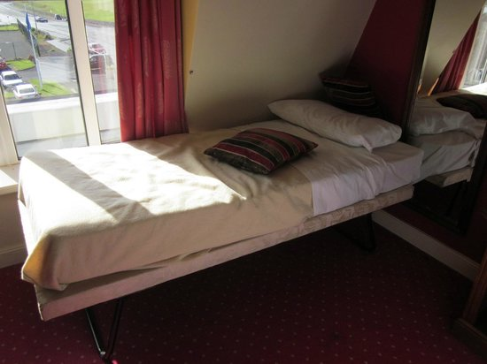Yeats Country Hotel, Spa and Leisure Centre: Extra childs bed