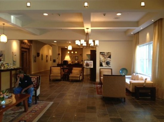 Emerson Resort & Spa: The Lobby