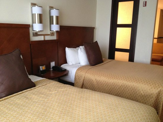 Hyatt Place Chicago/Schaumburg: Double beds - not very comfortable
