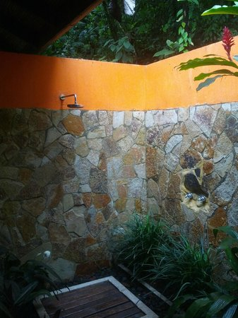 Rio Celeste Hideaway Hotel : Outdoor shower