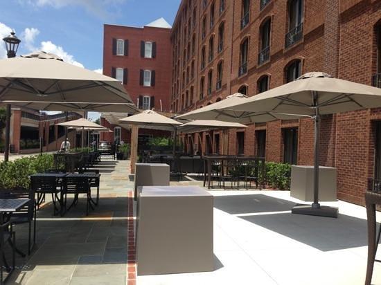 Inn at Ellis Square: courtyard