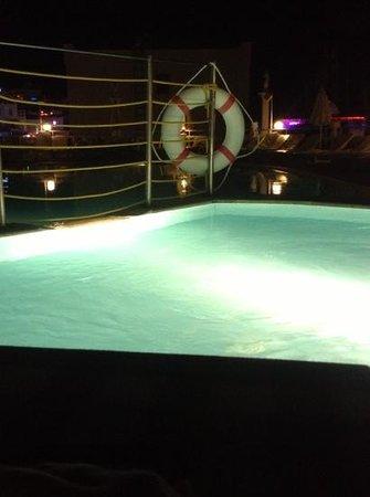 La Maison Apartments: children's pool