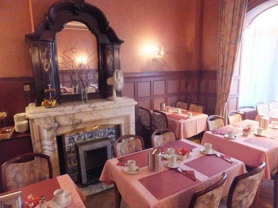Hotel Aalders: Breakfast room (former salon)