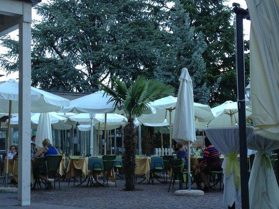 Hotel Weingarten: ristorante esterno
