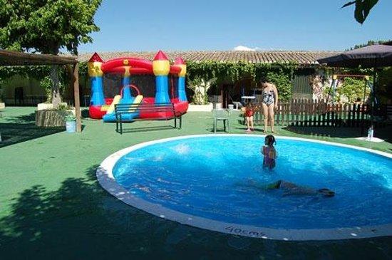 Piscina churriana de la vega amplio piso con piscina en for Jr piscina granada
