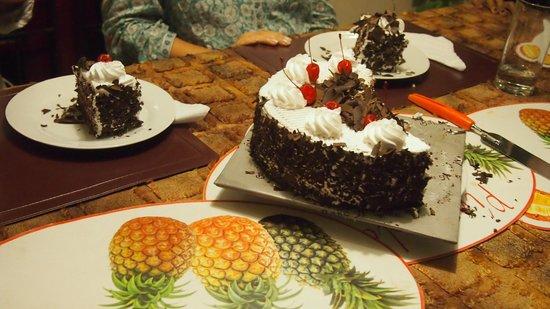 Angel Rest House: Cake night