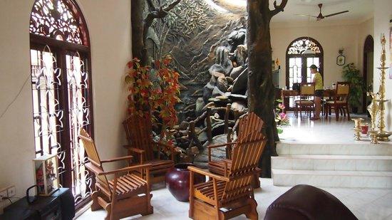 Angel Rest House: beautiful living room
