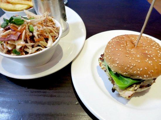 Gourmet Burger Kitchen: バーガーとサラダ