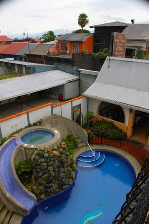 Hotel Santo Tomas: View of the courtyard from the Balcony in RM 25.