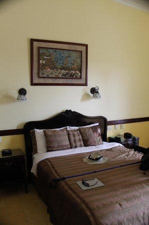 Hotel Santo Tomas: The bedroom.