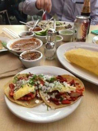 El Farolito: good presentation and sauce selection